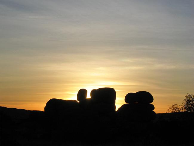 Karlu Karlu / Devils Marbles Conservation Reserve sunset over boulders