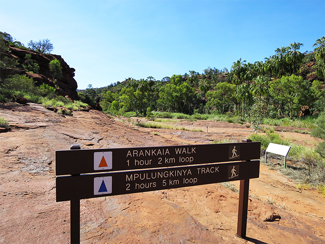 Finke Gorge National Park - Directional signs