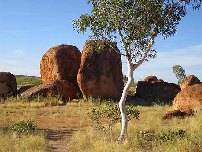 Karlu Karlu / Devils Marbles Conservation Reserve - Gigantic boulders